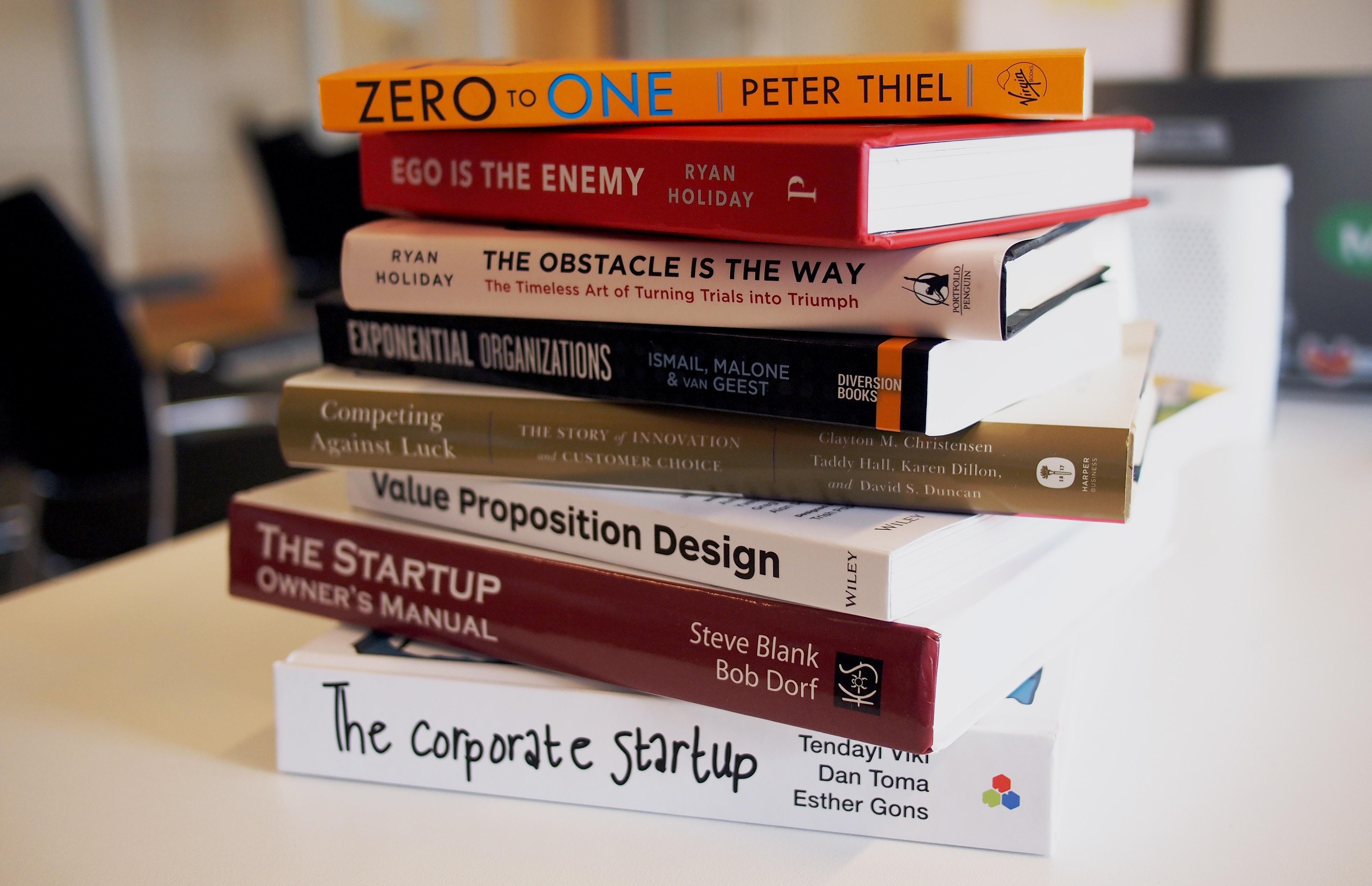 boeken voor ondernemers op een stapel